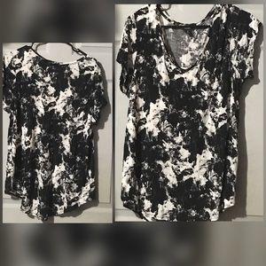 🌺2/$20🌺Simply Vera Wang Abstract Blouse, Size 1X